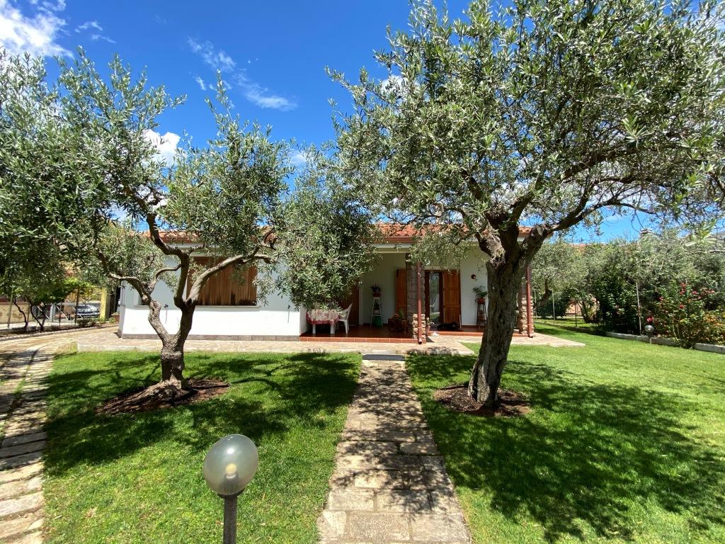 Ampia  villa indipendente con giardino